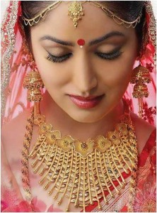 bengali-bridal-look-with-gold-jewelry
